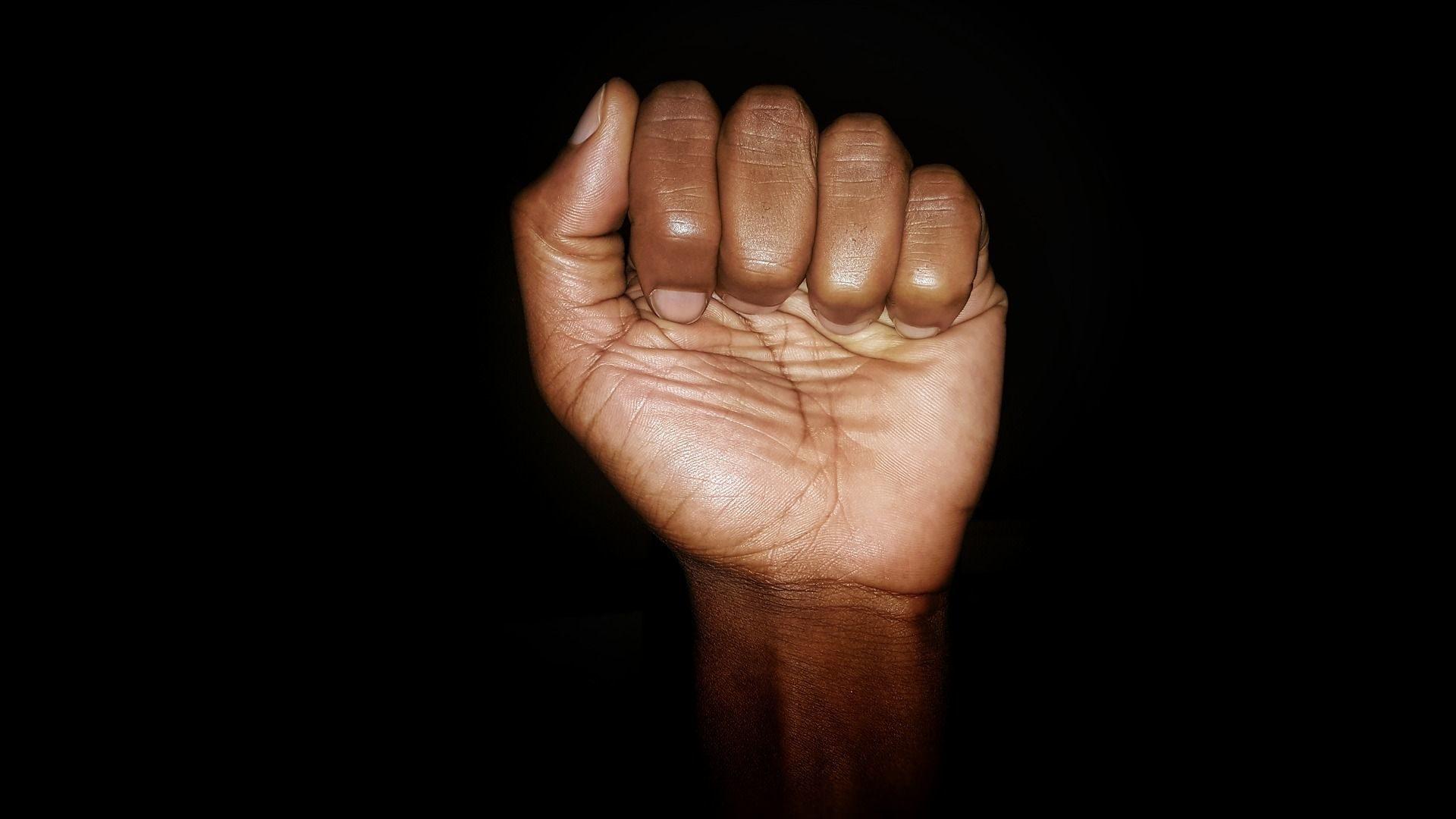 Es ist klasse, dass so viele Menschen weltweit auf die Straße gehen um gegen Rassismus und Polizeigewalt zu demonstrieren.