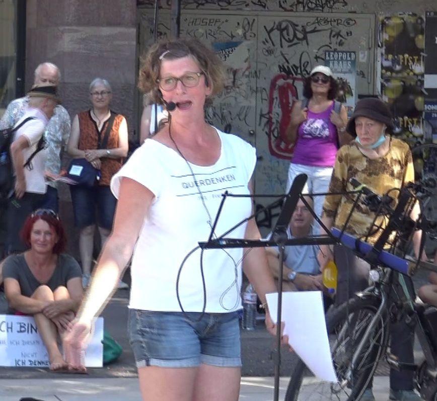 Juliane-Prentice-Demonstration-von-08.08.2020-Querdenken-Freiburg-Thema-Für-unsere-Kinde