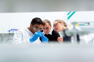 10 Englische Top-Experten befragt zur die Coronavirus-Panik